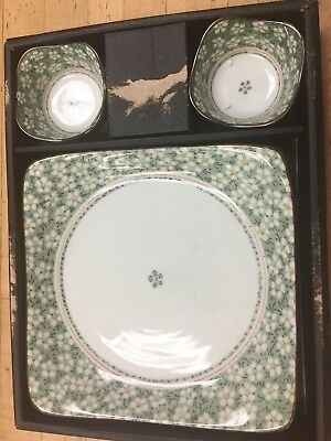 Collectable Dish With 2 Small Bowls.