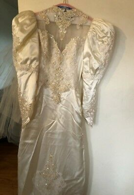 Vintage Wedding Dress Comes with Veil NWOT