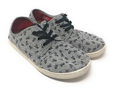 TOMS Shoes Size 5Y Gray Grey Skull & Crossbones Print - Youth