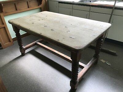 vintage,pine,dining table,turned legs,thick top,country,kitchen,table,cottage