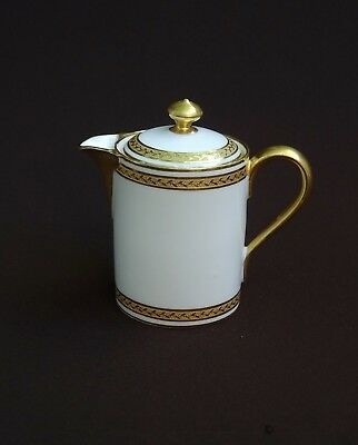 CHARMANT PETIT PICHET, POT A JUS ANCIEN en PORCELAINE ROYAL LIMOGES, BLANC & OR