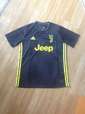 Juventus Away Shirt 2018/19 Mens Size L.