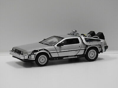 "1:24 DeLorean Time Machine ""Back To The Future"" Welly 22443W"
