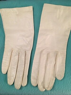 Vintage White Leather Gloves, Faux Pearl Closure. Size 7.5