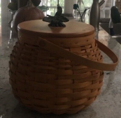 Longaberber, signed fall basket including decorative leaf lid.  VG condition
