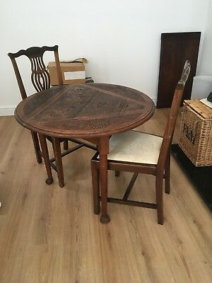 Beautiful Victorian Oak Dining Table And Two Chairs