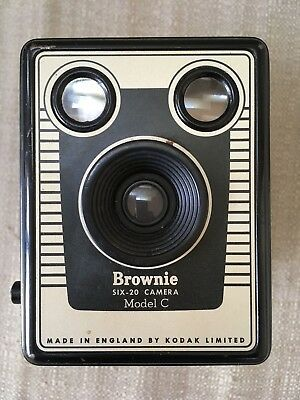 KODAK BOX BROWNIE SIX-20 CAMERA MODEL C made in ENGLAND