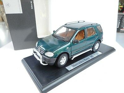 1:18 Maisto Mercedes  ML KLASSE  320 GREEN  DEALER BOX