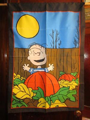 PRE-OWNED Peanuts Halloween Linus Great Pumpkin Patch Large House Flag 29x41
