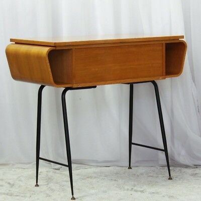 Consolle vintage in stile scandinavo