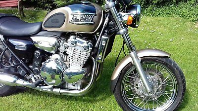 Triumph Thunderbird 900 cc  - Reg. 2000,  Low Mileage, Gold and Green Livery.