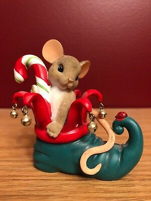 Charming Tails Your Helping Sole Makes The Holiday Sweeter Figurine 4041182