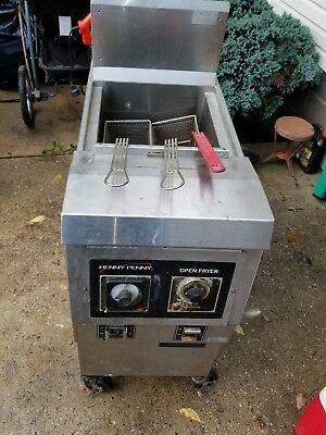 Henny Penny deep fryer with filtration system