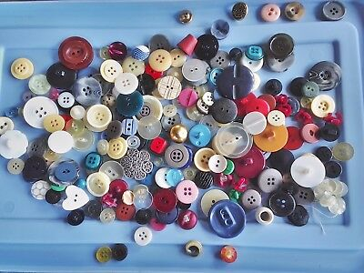 INCREDIBLE MIX! 200 pcs MIXED LOT OLD-VINTAGE & NEW Buttons ALL TYPES & SIZES 8