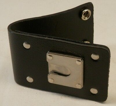 "Leather D-Swivel Removable Belt Clip with ""Pull the Dot"" Snaps"