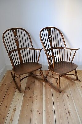 Set of 2 Vintage Retro Ercol Chairmakers Swan Back Rocking Chairs in Golden Dawn