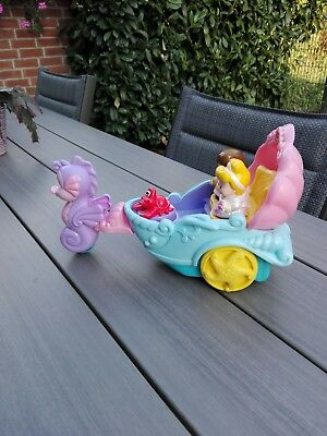 Fisher Price Little People Kutsche mit Figuren und Musik
