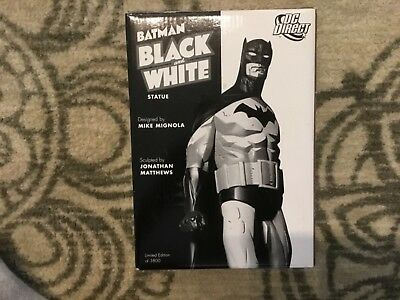 Batman Black and White Statue Mike Mignola First Edition!