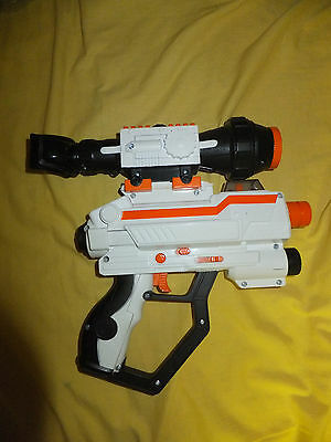 2007 Jakks Pacific Laser Challenge Pro WHITE Gun Tag Lazer with scope
