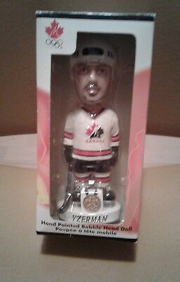 Team Canada 2002 Olympic hockey bobbleheads Steve Yzerman