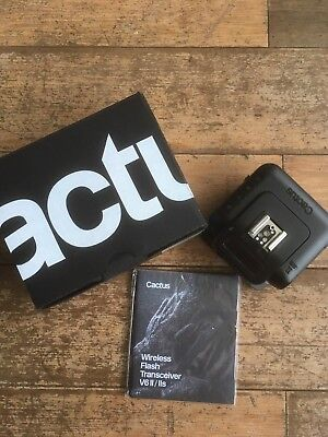 Cactus V6 ii flash radio trigger boxed & in mint condition