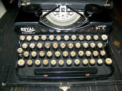 Royal antique portable typewriter  good working condition