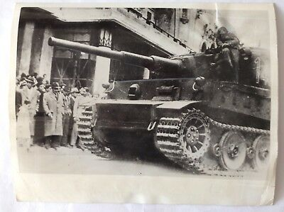 Original 1943 Press Photo MkVI Tiger Tank 142 of sPzAbt.501 on Tunis streets