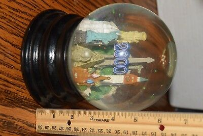 Saks Fifth Avenue Snow Globe  2000 WORLD MILLENNIUM LANDMARKS (RETIRED) MUSICAL