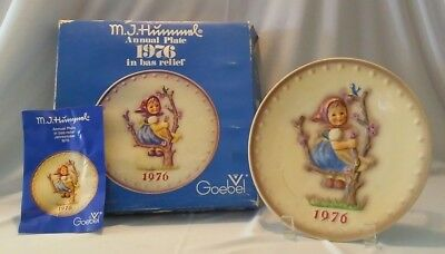 "Vintage 1976 Goebel M.j. Hummel Annual Plate / 7-1/2"", With Box & Insert Card"
