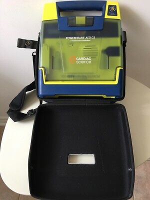 AED G3 Cardica ScienceExcellent condition with new battery and new pads