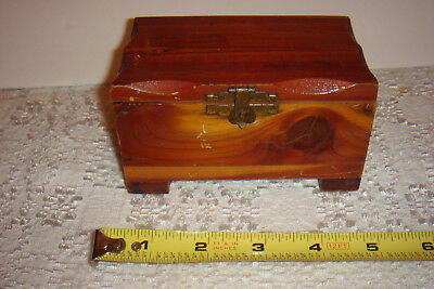 VTG Small Cedar Wood Trinket Jewelry Box Chest Hinge Lid Souvenir Monticell FLA