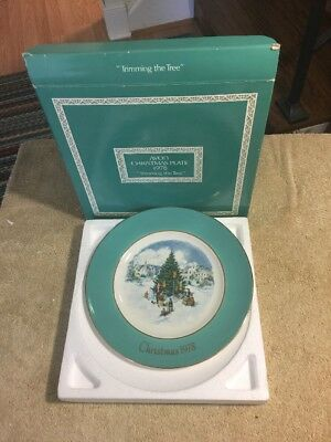 Avon 1978 Christmas Plate Collectible,Trimming the Tree, New, Never Used