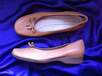 Naturalizer Tan Leather Ballet Flats Size: 10 Near New