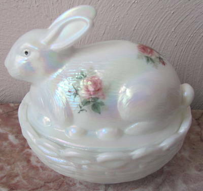 Bunny Rabbit on Basket Dish w/ Roses - Milk Carnival Glass - Mosser USA - Rosso