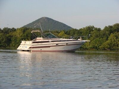 Chris Craft 284 Amerosport express cruiser with trailer, great family boat