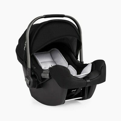 Nuna Pipa car seat FEATHERLIGHT in Great Condition. With base and newborn insert