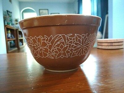 Vintage Pyrex Woodland Brown With White Flowers #401 1.5 Quarts 750mL