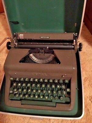 Royal Quiet Deluxe Portable Typewriter W/ Case, Excellent Condition! Working.