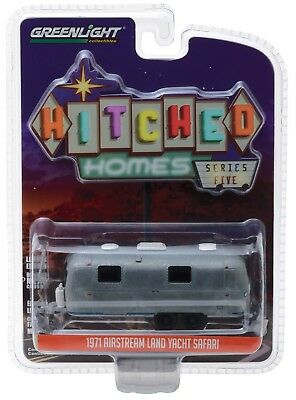 1:64 GreenLight *HITCHED HOMES 5* UNRESTORED 1971 AIRSTREAM LAND YACHT Camper