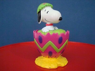 Peanuts Snoopy Collectible Easter Figurine item 479