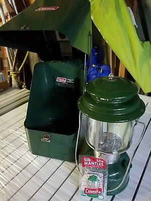 Vintage Coleman Lantern & Metal Carrying Case Green 220-567 Appears Unfired