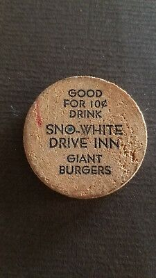 Vintage Wooden Nickel Sno-White Drive Inn. Very Old, small size 1.25 diameter