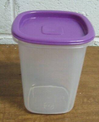 Rubbermaid Servin' Saver ????? 1.8 Pt #8 Storage Container Canister w/Purple Lid
