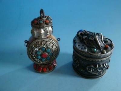 RS0618-220: Snuff Bottle und Deckeldose Metall versilbert wohl China Asien