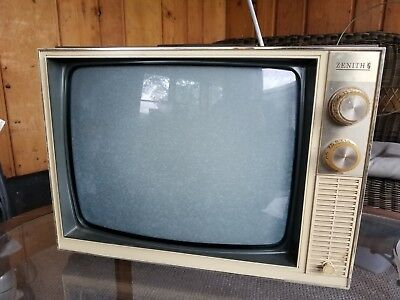 """Zenith TV Model C-1810 Vintage 17"""" Portable Working Picture and Sound"""