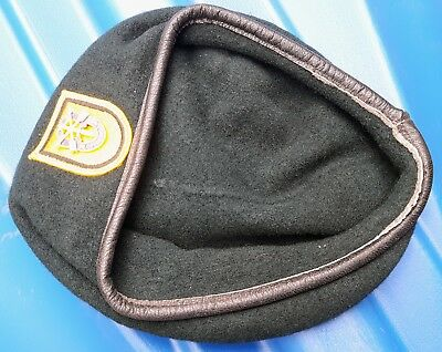 Original Green Beret 1982 1st SF Special Forces w/ Flash and Insignia