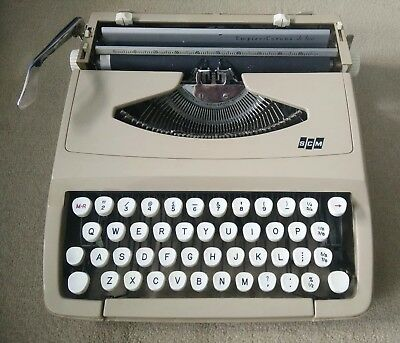 Smith Corona De Luxe Portable Typewriter with Manual and Hard Case UNTESTED