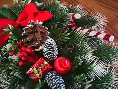 """Vintage Plastic Christmas Wreath  Oblong Wall Hanging 19"""" Long"""