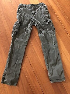Boys Country Road cargo pants with pockets. Size 6.
