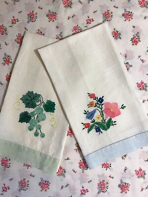 Vintage Set of 2 Hand Embroidered Guest Hand Towels Flowers